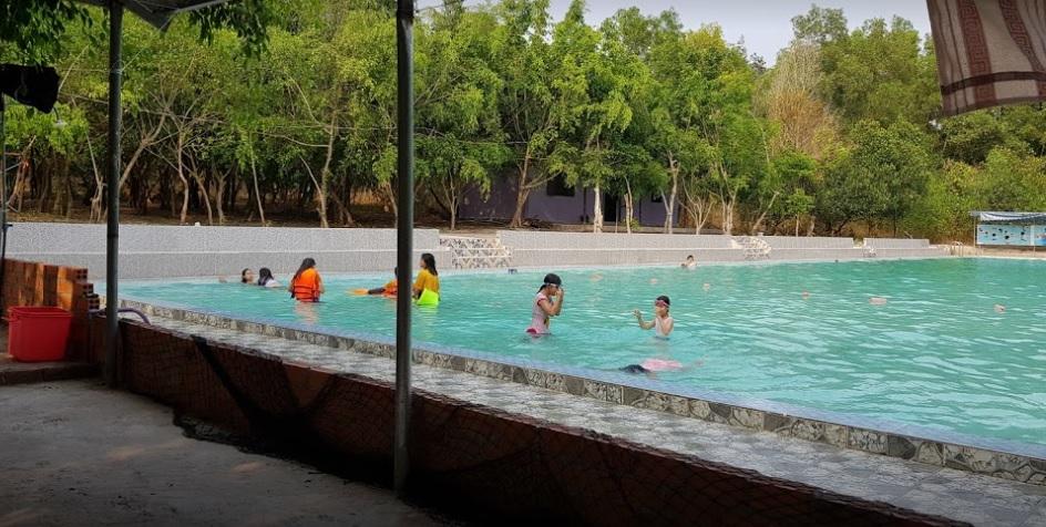Hồ bơi Khu du lịch sinh thái suối nhum
